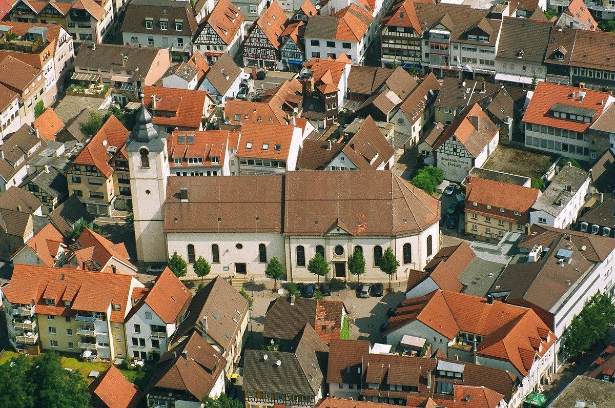 Evangelische Stadtkirche aus der Luft; Quelle: Rolf-Peter Thomas